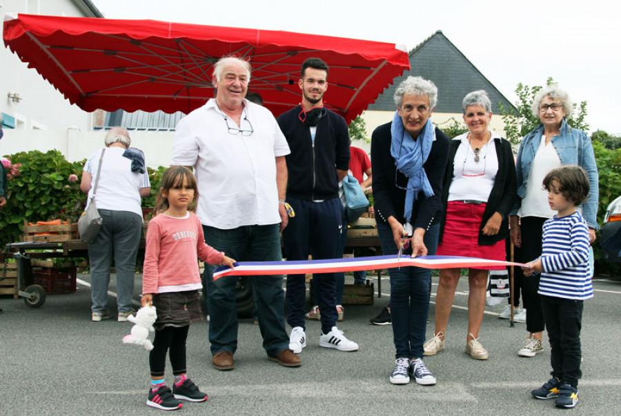 Inauguration du marché par Christine Lastennet, maire de Lanvéoc